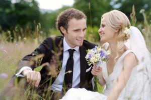 Nygifte i blomstereng